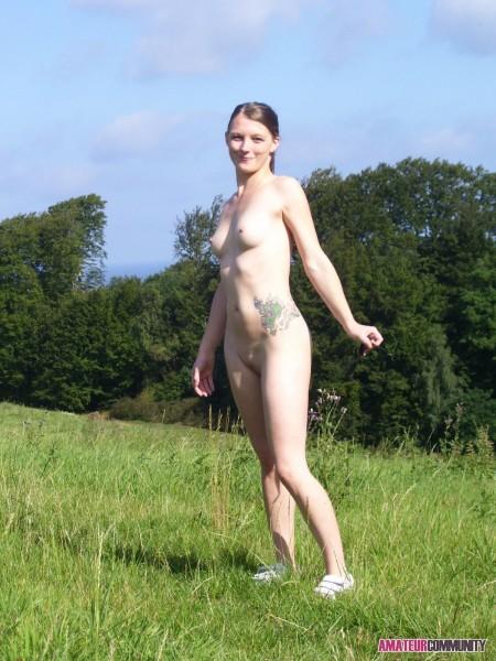 Sexy Amateur Frau bei einem Fick im Freien